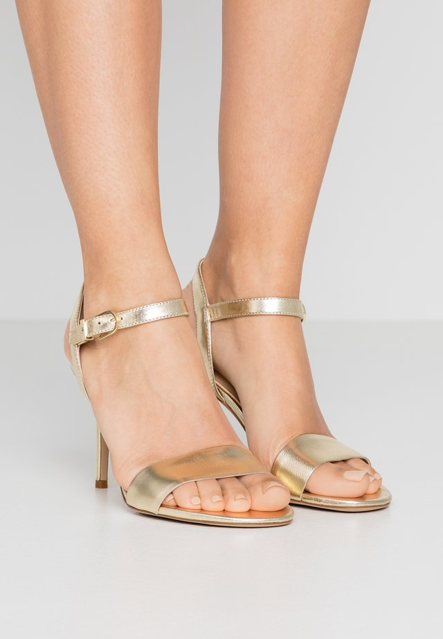 METALLIC GWEN - High Heel Sandalette - pale gold