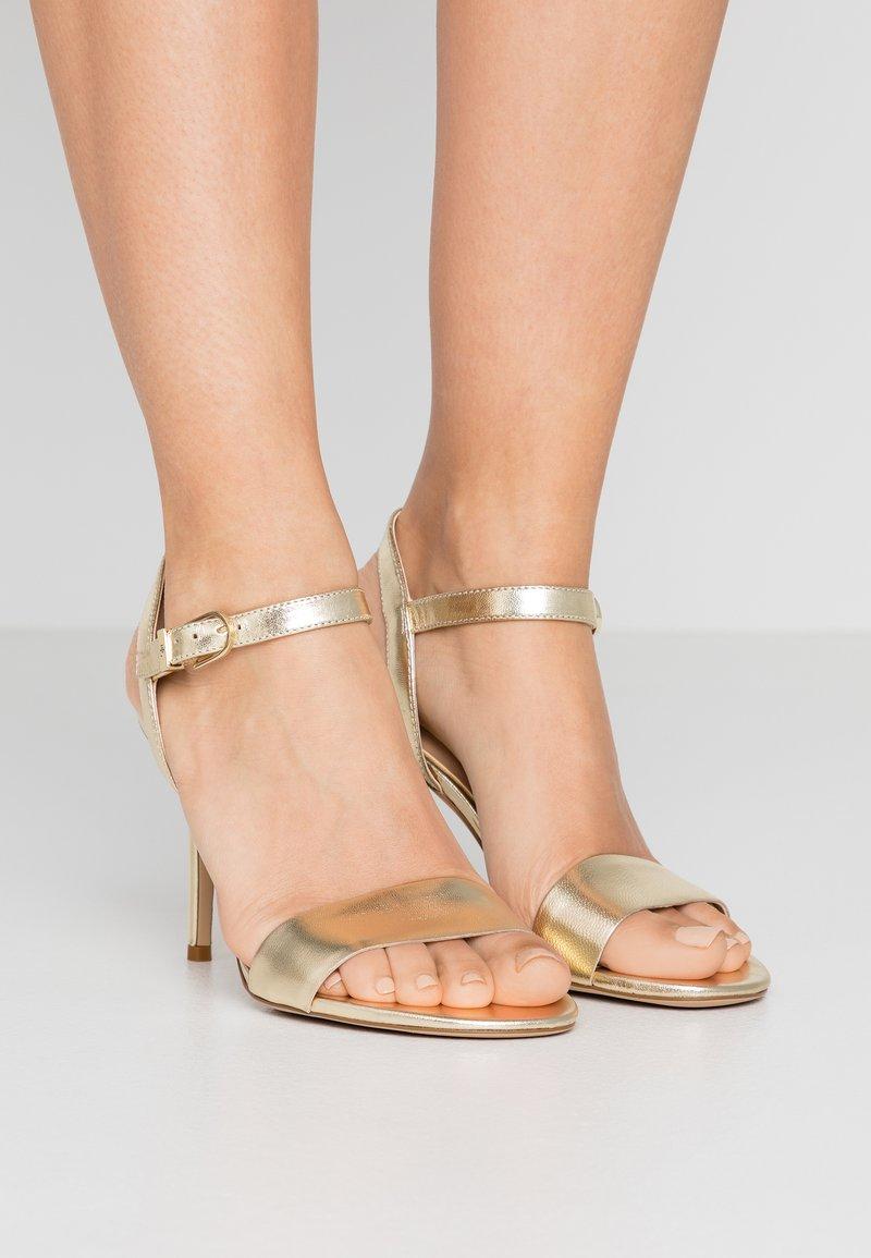 Lauren Ralph Lauren - METALLIC GWEN - Sandaler med høye hæler - pale gold