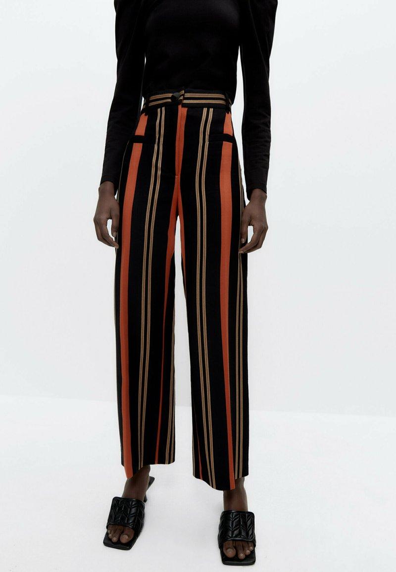 Uterqüe - Trousers - black
