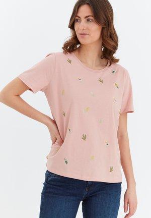 MIT STICKEREI - Print T-shirt - misty rose
