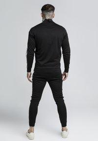 SIKSILK - QUARTER ZIP RUNNER TOP - Bluzka z długim rękawem - black - 2