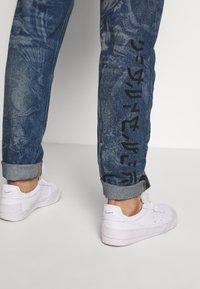 Diesel - VIDER SP4 - Jeans Tapered Fit - 0079d01 - 4