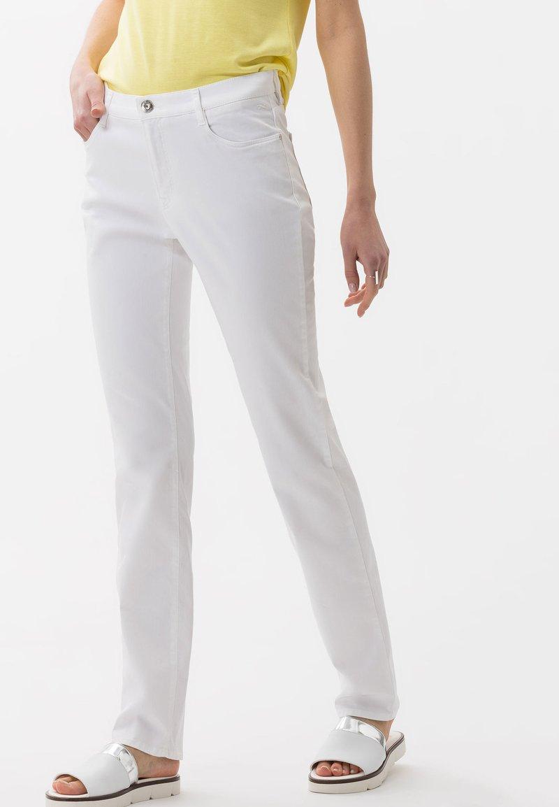 BRAX - STYLE CAROLA - Straight leg jeans - white