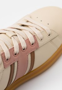 Tory Burch - HOWELL COURT - Trainers - new cream/pink moon - 4