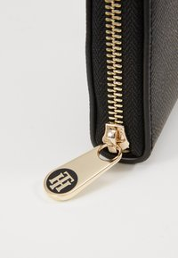 Tommy Hilfiger - HONEY LRG ZA - Lommebok - black - 2