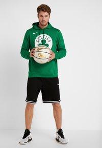 Nike Performance - NBA BOSTON CELTICS LOGO HOODIE - Jersey con capucha - clover - 1