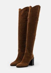 Furla - ESTER KNEE BOOT - Boots med høye hæler - cognac - 2