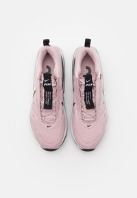 Nike Sportswear - AIR MAX UP - Tenisky - champagne/white/black/metallic silver - 5