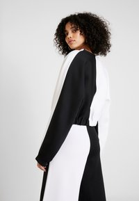adidas Originals - R.Y.V. CREW LONG SLEEVE PULLOVER - Strikkegenser - black/white - 2