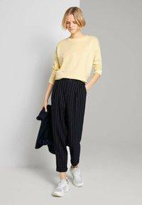 TOM TAILOR DENIM - Sweatshirt - soft yellow - 1