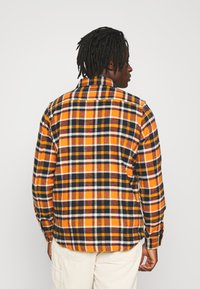 KnowledgeCotton Apparel - CHECKED OVERSHIRT - Skjorta - total eclipse - 2