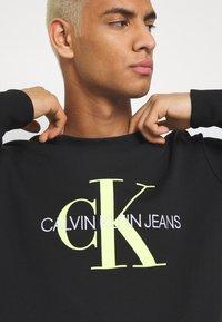 Calvin Klein Jeans - MONOGRAM CREW NECK - Felpa - black - 5
