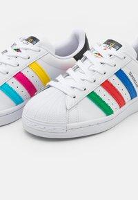 adidas Originals - SUPERSTAR SPORTS INSPIRED SHOES UNISEX - Zapatillas - footwear white/green/core black - 5