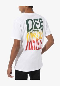 Vans - WALL SLIDE - Print T-shirt - white - 1