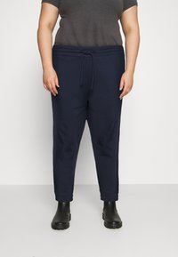 Tommy Jeans Curve - RELAXED - Tracksuit bottoms - twilight navy - 0
