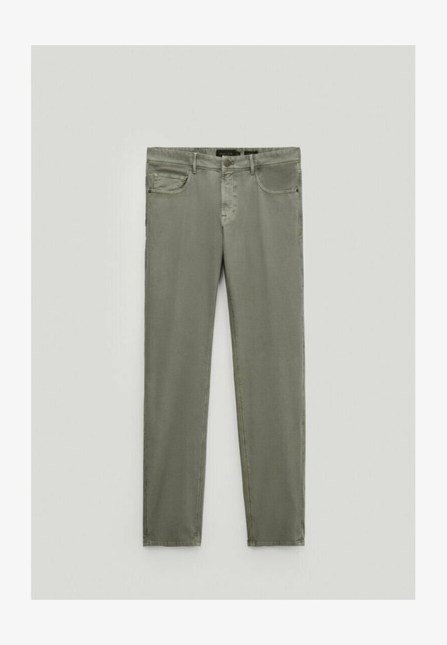 MIT RISSEN  - Jeans slim fit - green