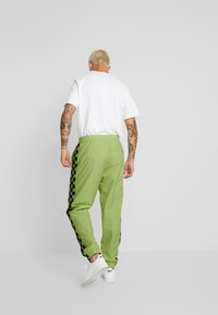 Vans - BMX OFF THE WALL PANT - Tracksuit bottoms - sharp green - 2