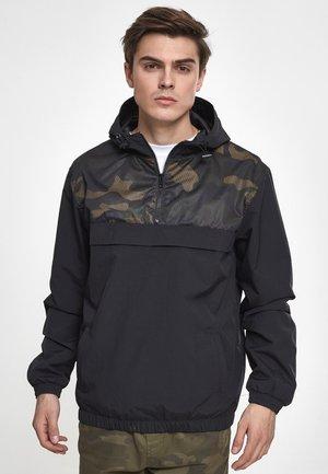 Summer jacket - black/woodcamo
