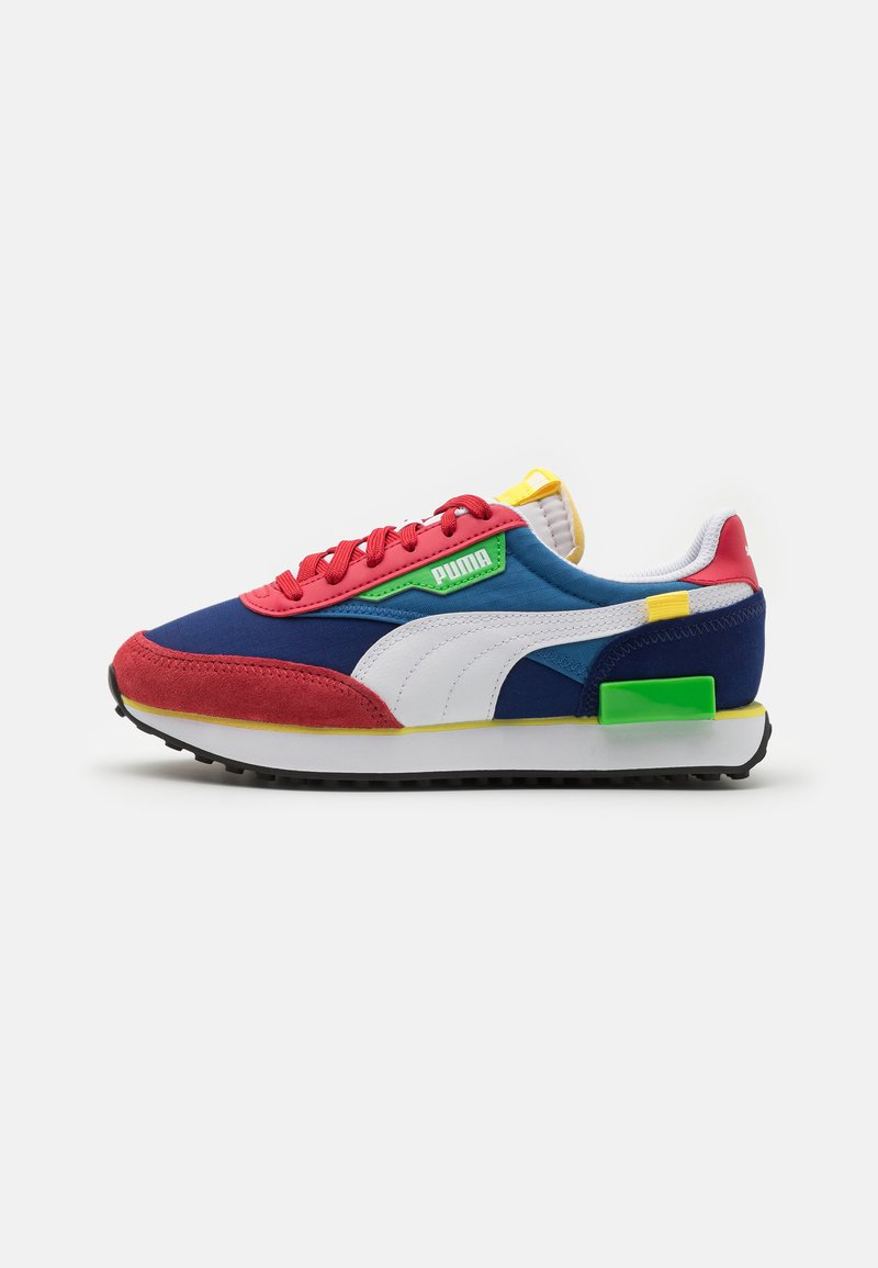 Puma - FUTURE RIDER PLAY ON UNISEX - Trainers - american beauty/white