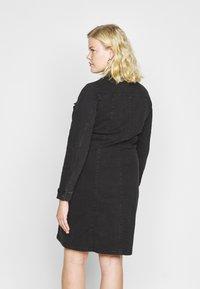 Vero Moda Curve - VMAVIIS STITCH DRESS  - Denim dress - black - 2