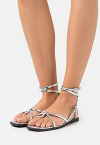 ONLY SHOES - ONLMIA STRAP TOE SPLIT  - T-bar sandals - silver - 0