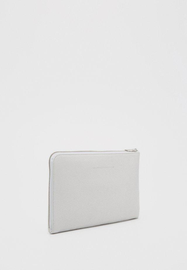 Clutches - white