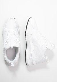 Reebok Classic - AZTREK DOUBLE MIX - Sneakers basse - white/black - 3