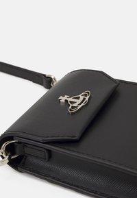 Vivienne Westwood - DEBBIE PHONE BAG UNISEX - Phone case - black - 4