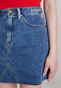 Tommy Jeans - SHORT SKIRT - A-linjainen hame - dark-blue denim - 5