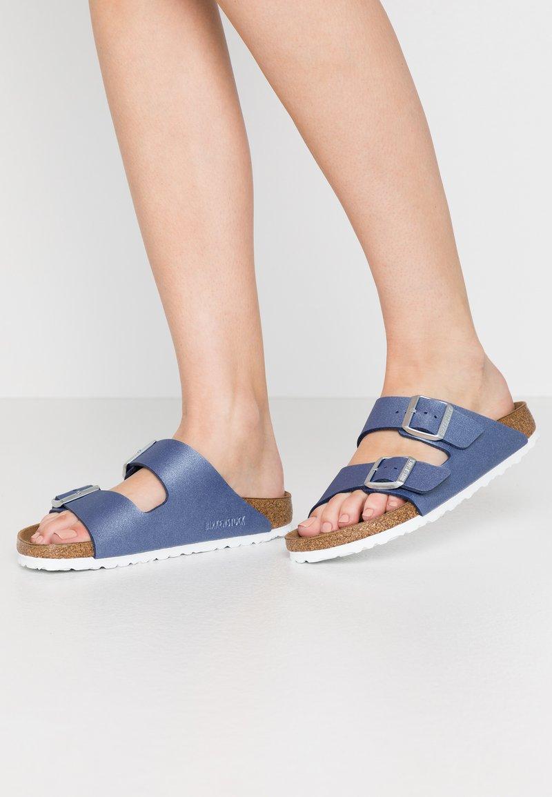 Birkenstock - ARIZONA - Tøfler - icy metallic/azure blue