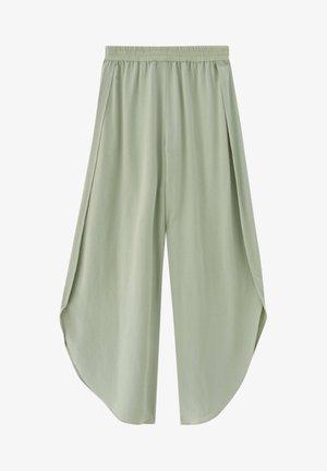 MIT SCHLITZEN - Trousers - green