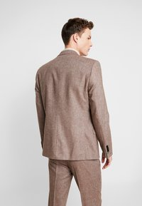 Shelby & Sons - CRANBROOK SUIT - Traje - light brown - 3