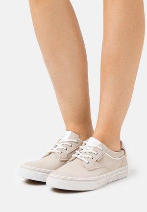 Sneakers - ivory