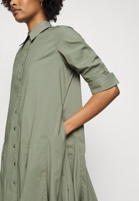Steffen Schraut - LIZA SUMMER DRESS - Shirt dress - jungle - 5