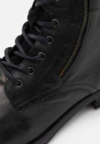 ALDO - BRAVIN - Šněrovací kotníkové boty - black - 5