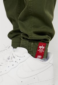 Alpha Industries - AIRMAN - Cargo trousers - dark oliv - 6
