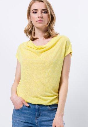 MIT WASSERFALLAUSCHNITT - Basic T-shirt - yellow lime