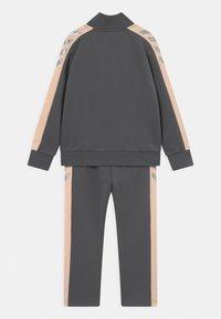 Hummel - DROP UNISEX - Trainingsanzug - dark grey/light pink/silver-coloured - 1