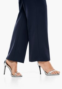 Triangle - REGULAR FIT: STRAIGHT LEG-HOSE - Trousers - navy - 6