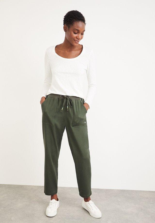 OLIVIA - Pantalon de survêtement - grün