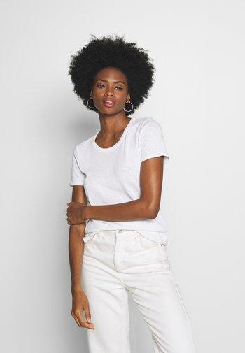 HALFSLEEVE - Basic T-shirt - white