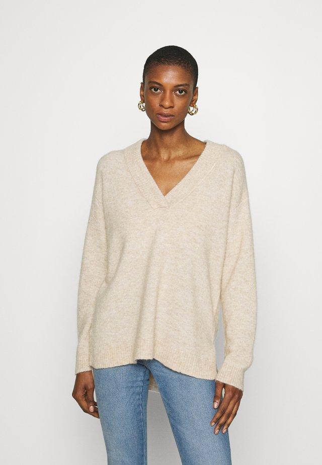 SRBETTY LOOSE DEEP V NECK - Sweter - whitecap gray