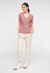 s.Oliver - MIT PRINT-DETAIL - Print T-shirt - true red stripes - 1