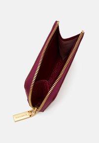 Coccinelle - ZIP CARD CASE - Peněženka - purple - 2