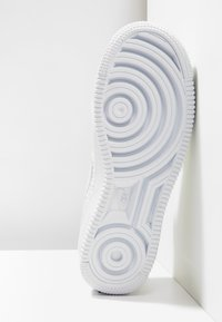 Nike Sportswear - AIR FORCE 1 FLYKNIT - Trainers - white - 4