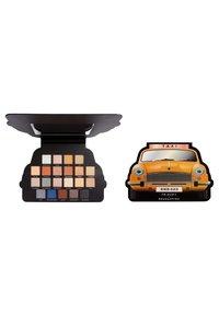Make up Revolution - REVOLUTION X FRIENDS TAKE A DRIVE SHADOW PALETTE - Eyeshadow palette - - - 2