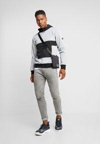D-STRUCT - STADEN  - Bluza z kapturem - grey - 1