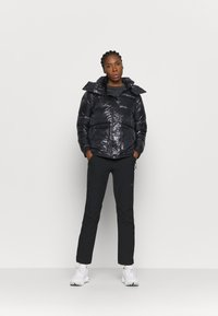 Columbia - NORTHERN GORGE JACKET - Down jacket - black - 1
