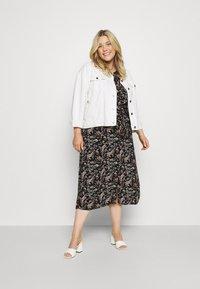 Vero Moda Curve - VMSIMPLY EASY LONG - Maxi dress - black - 1