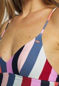 O'Neill - WAVE MIX - Bikini top - red/blue - 4